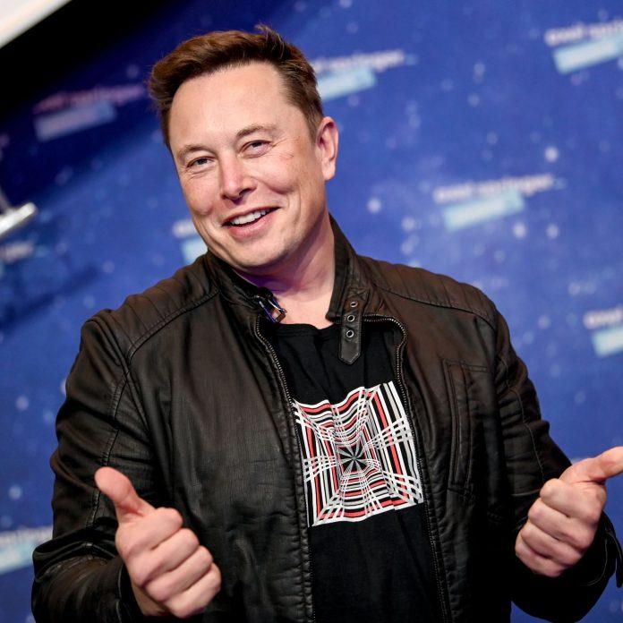 Elon Musk - žaloba Tesla