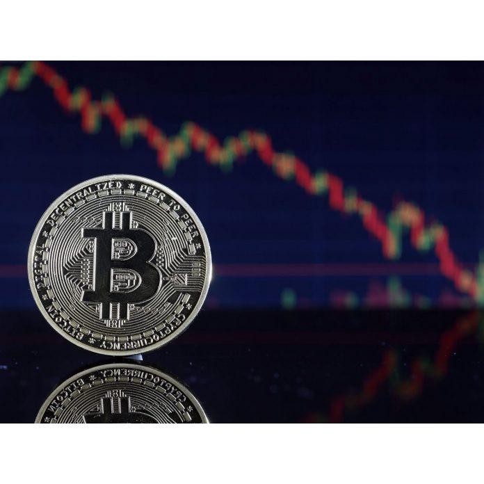 Bitcoin okolo hranice 33000 dolárov